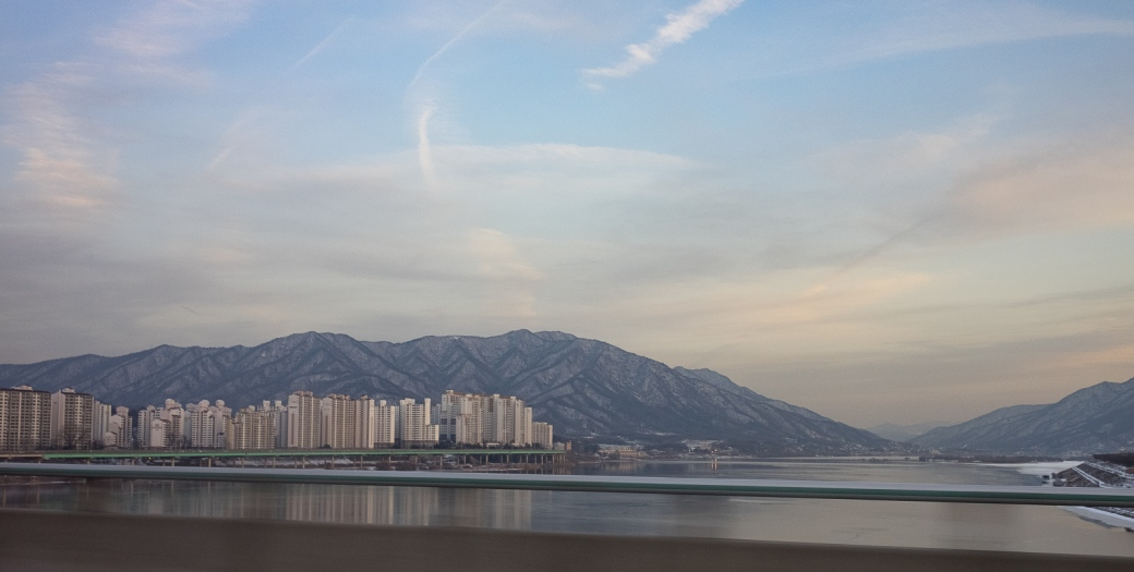 City and mountains –a view common in Seoul.