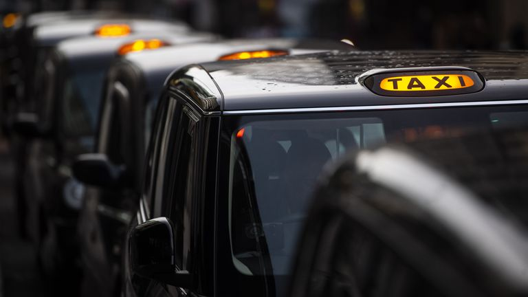 skynews-london-black-cab-taxi_5183812